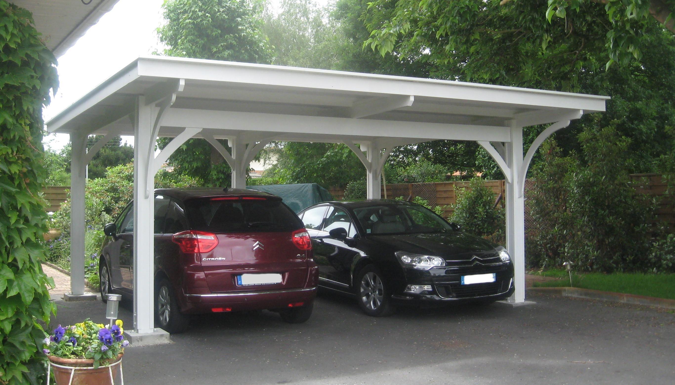 Pérgola para coche usada como garaje